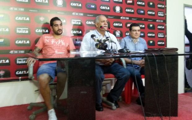 Escudero em coletiva com Raimundo Queiroz (Foto: Raphael Carneiro)