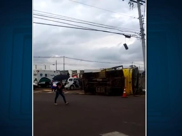 Acidente deixa 18 pessoas feridas em Monte Mor (Foto: Reprodução/ EPTV)