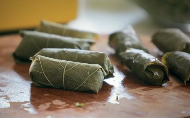 Charuto de folha de uva com recheio de arroz integral: receita da Bela Gil para o Bela Cozinha (Foto: Reproduo/GNT)