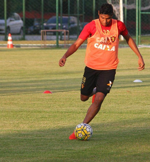 sinuca de bico (Williams Aguiar / Sport Club do Recife)