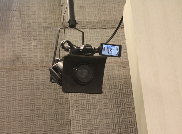 Câmera aérea grande angular captura imagens de todo o estúdio (Foto: Gabriela Canário)