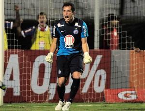 Marcelo Lomba comemora penalti defendido, Ponte Preta x Bahia (Foto: Rodrigo Villalba/Futura Press)