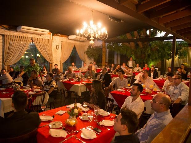 Todos os convidados, palestrantes e anfitriões participaram de um debate (Foto: Divulgação)