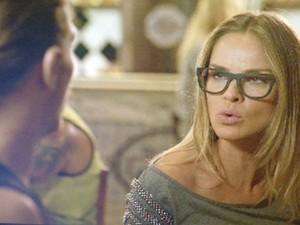 Érika incentica Robertão a procurar Giancarlo e arriscar carreira de modelo (Foto: Tv Globo)