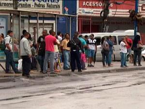No 1º dia de greve, população já sente reflexos da falta de ônibus (Foto: Reprodução/ TVBA)