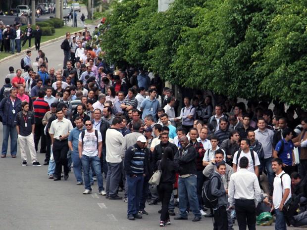 Trabalhadores da Embraer aderiram à paralisação de 24 horas nesta quinta-feira. (Foto: Carlos Santos/G1)