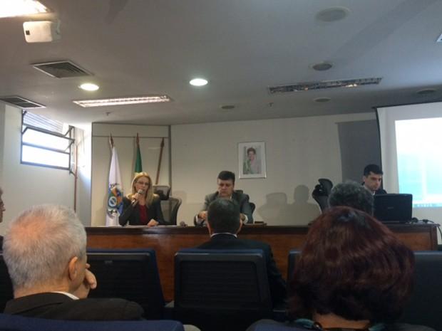 Ministério do Trabalho e Emprego fiscalizou empresas de ônibus (Foto: Alba Valéria Mendonça)