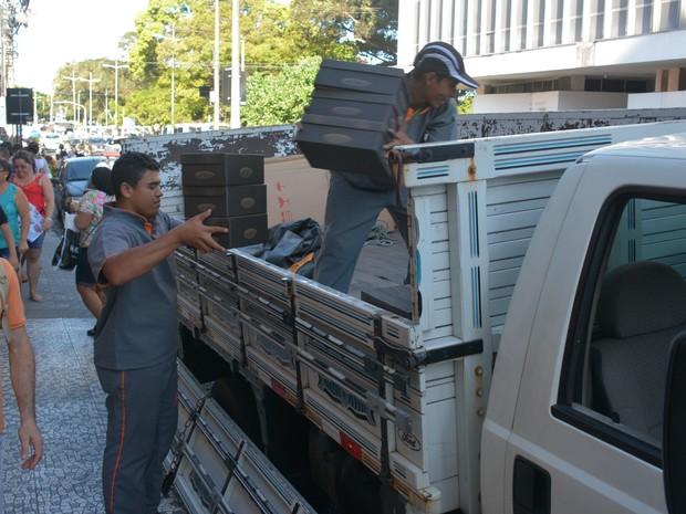 Operação fez recolhimento de mercadorias expostas e em estoque (Foto: Walter Paparazzo/G1)