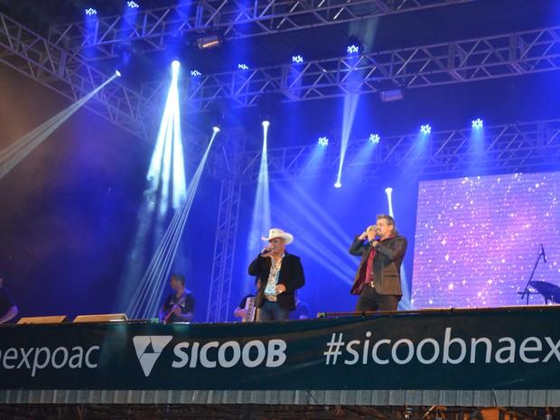Dupla Marcos Paulo e Marcelo cantaram principais sucessos durante tributo (Foto: Rogério Aderbal/G1)