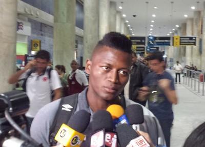 Riascos chegada Vasco (Foto: Raphael Zarko / GloboEsporte.com)