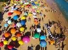 FOTOS: drone registra praias lotadas em Guarapari, ES (Cleferson Comarela/ Imagem Drone)