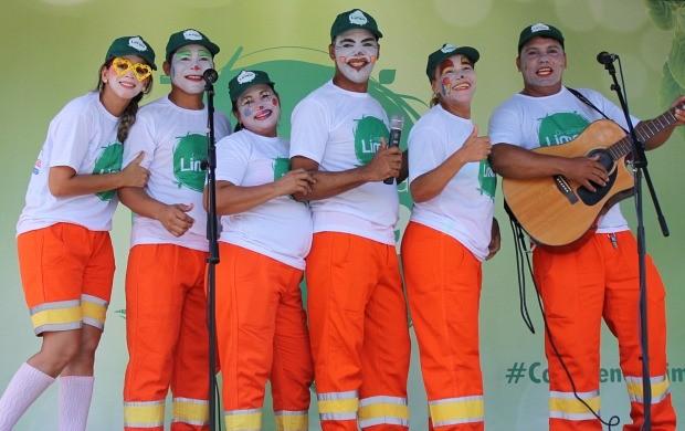 'Garis da Alegria' marcaram presença no 'Consciência Limpa' (Foto: Katiúscia Monteiro/ Rede Amazônica)