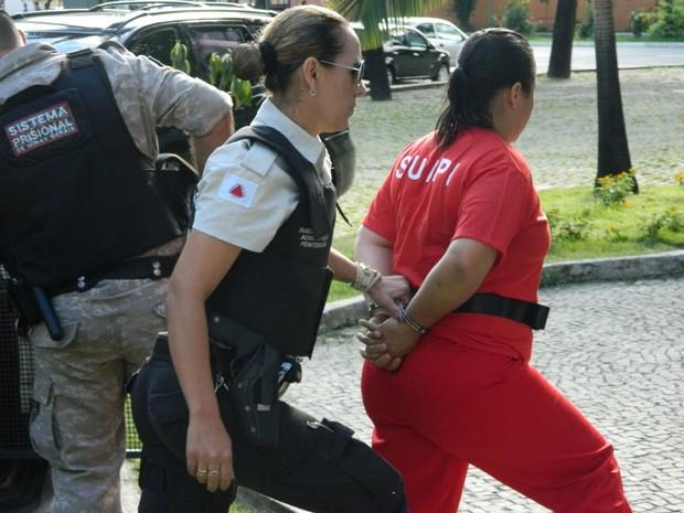Mulher é suspeita de mandar matar o próprio marido. (Foto: Kaleo Martins / G1)