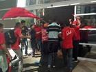 Após fechar Marginal Pinheiros, sem-teto ocupam sede de construtora