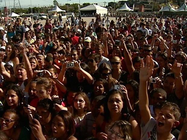 Segundo a organização do evento, mais de seis mil pessoas participaram da ação em Vitória. (Foto: Reprodução/TV Gazeta)