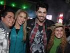 Ex-BBBs Adriana e Rodrigão vão a show de Luan Santana