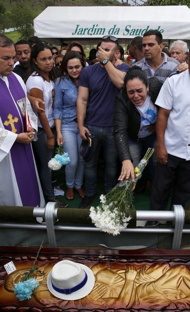 Enterro de Marcelo Falcon (Foto: Marcos Serra Lima/EGO)