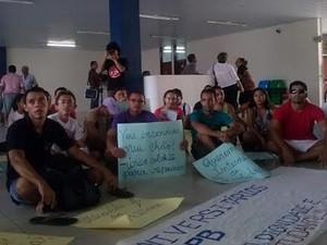 Alunos protestam por melhorias na residência universitária da UFPB (Foto: Claudionaldo Rodrigues/Arquivo Pessoal)