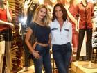 Yasmin Brunet exibe barriga sequinha em evento com Luiza Brunet