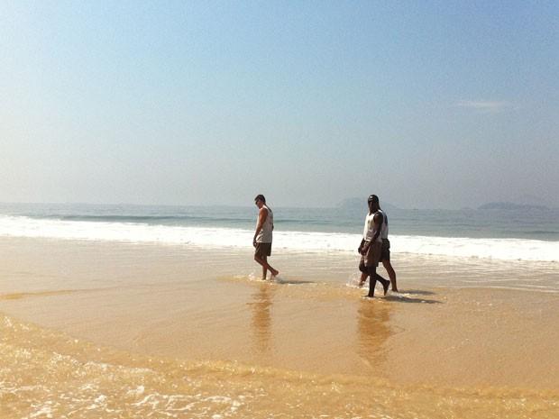 Patrulhamento a pé dos fiscais é uma novidade da Operação Verão 2013  (Foto: Renata Soares/G1)