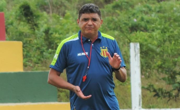 Técnico Flávio Araújo ganha titulares de volta para confronto direto na Série B (Foto: Sampaio /  Divulgação)