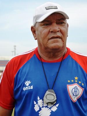 Técnico Freitas Nascimento deverá fazer três mudanças no Itabaiana (Foto: Felipe Martins)