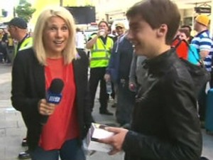 Australiano Jack Cooksey deixou iPhone 6 cair no chão durante entrevista (Foto: Reprodução)