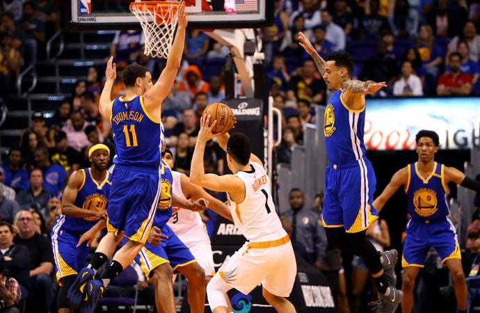 Devin Booker, Klay Thompson e Matt Barnes Warriors x Suns NBA (Foto: Reuters)