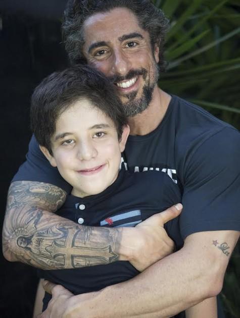 Marcos Mion com o filho Romeo (Foto: Marcela Barros)
