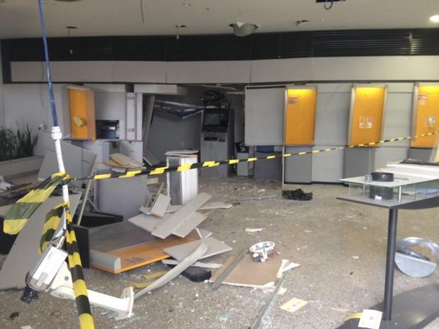 Explosão agência no Boa Vista em Uberaba  (Foto: Mário Sérgio Santos/G1)