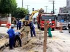 Obra de esgotamento sanitário interdita avenida no Poço, em Maceió