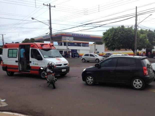 Acidente ocorreu na rua Spipe Calarge (Foto: Graziela Rezende/G1 MS)