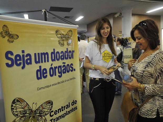 Profissionais da saúde orientam passageiros no Aeroporto Santa Genoveva, em Goiânia, Goiás (Foto: Divulgação/ Sebastião Nogueira)