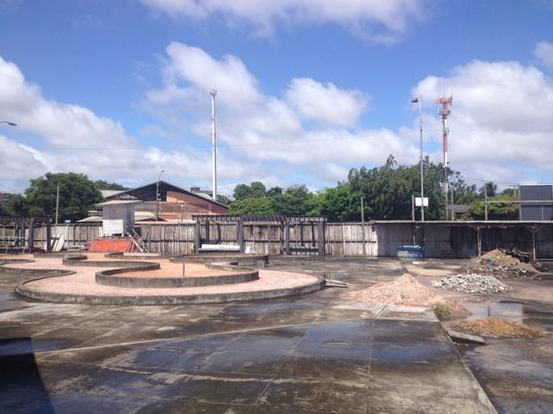 Obra estaria 60% concluída e contempla áreas de lazer e turismo (Foto: Abinoan Santiago/G1)