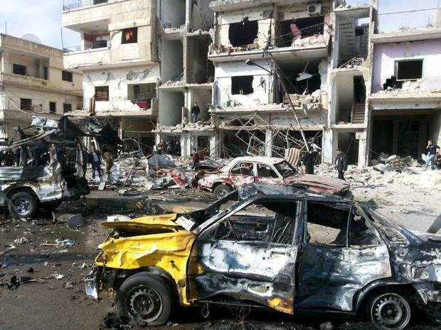 Duplo atentado neste domingo (21) na cidade de Homs, na Síria (Foto: REUTERS/SANA/Handout via Reuters)