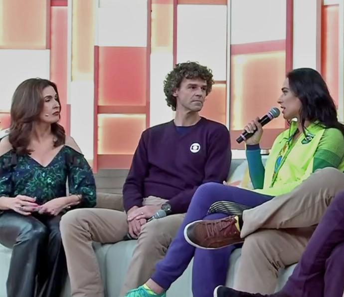 Ágatha bate um papo com Fátima e Guga (Foto: TV Globo)