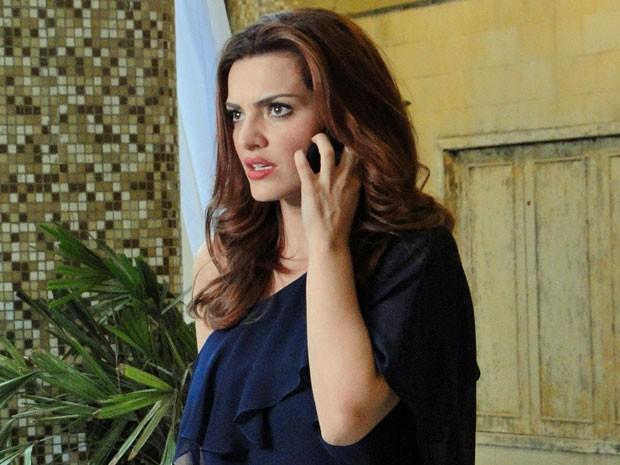Amparo recebe mais uma missão de Melissa (Foto: Amor Eterno Amor/TV Globo)