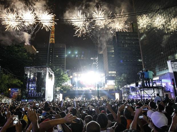 Fogos iluminam céu da Paulista durante a Virada (Foto: Vagner Campos/G1)
