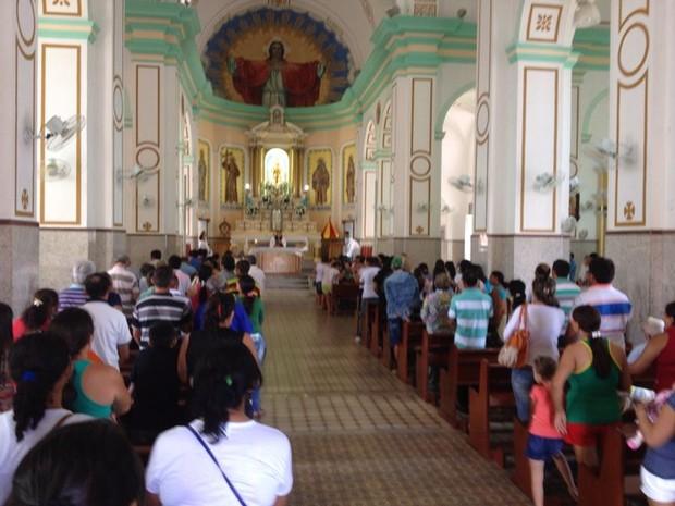 Familiares fazem missa para lembrar 1 mês do acidente com ônibus no CE (Foto: Daniel Pereira Moura)