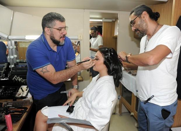 Isis Valverde em campanha para Seda (Foto: AgNews - Francisco Cepeda)