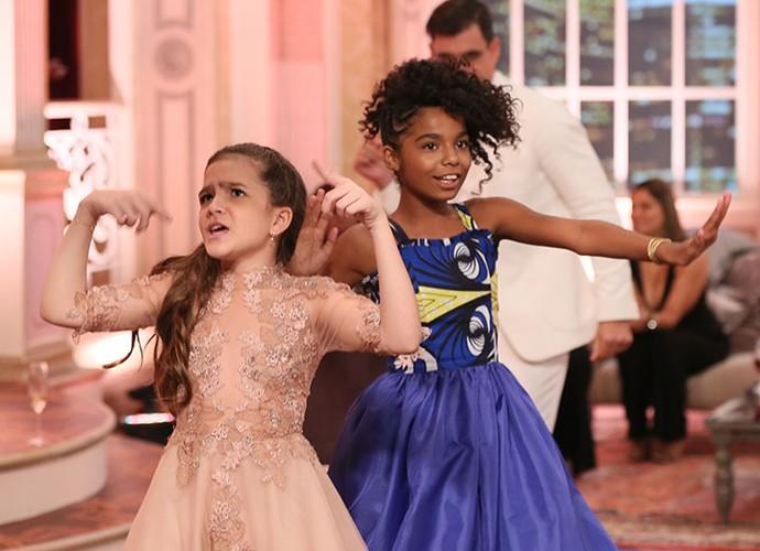Mel Maia e Sabrina Nonato se soltam nos bastidores do prêmio (Foto: Isabella Pinheiro/Gshow)