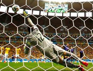 Julio Cesar gol jogo Brasil x Holanda (Foto: Reuters)