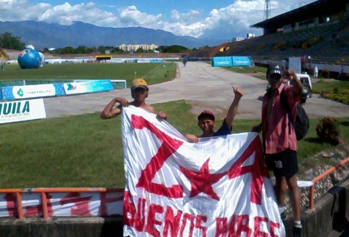 Cristian Alejandro torcedor do Santa Fé com amigos  (Foto: Reprodução/Facebook)