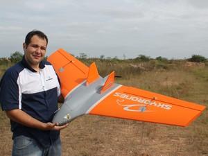 Zangão é o novo drone feito pela empresa. Todas as imagens feitas pelo avião são transformadas em mapas georeferenciados (Foto: Arquivo Pessoal)