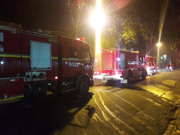 Incêndio, fogo, Rua Quintino Bocaiúva, bairro Rio Branco, Zona Norte, Porto alegre, bombeiros (Foto: Zete Padilha/RBS TV)