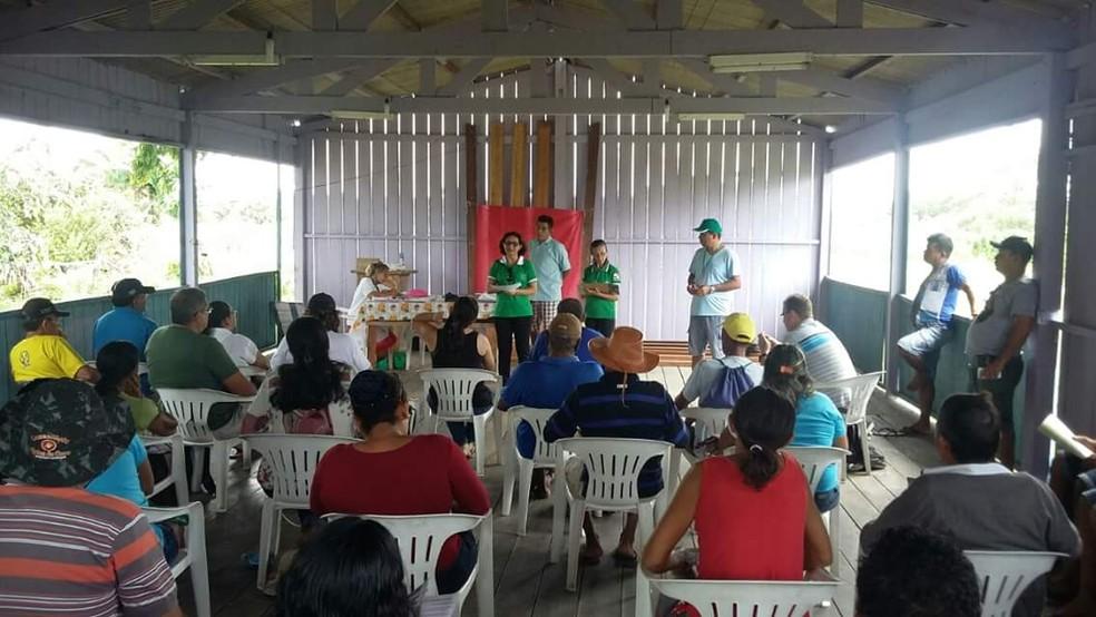 Técnicos do Incra e de entidades parceiras discutem novo plano de utilização no assentamento Ituqui, em Santarém (Foto: Incra Santarém/Divulgação)