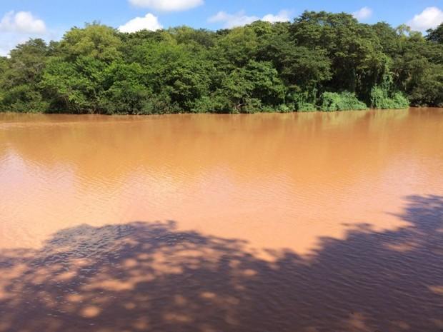 Lama de enchente deixa oito cidades sem água no vale do Rio do Sinos (Foto: Divulgação/Corsan)