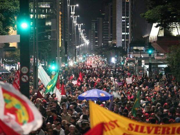 Avenida Paulista ocupada por manifestantes em São Paulo. (Foto: Marcelo Brandt/G1)