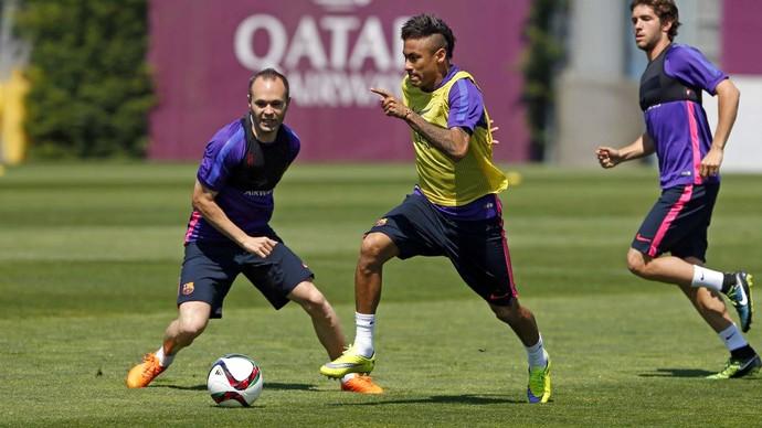 Neymar Iniesta treino Barcelona (Foto: Reprodução / Facebook)