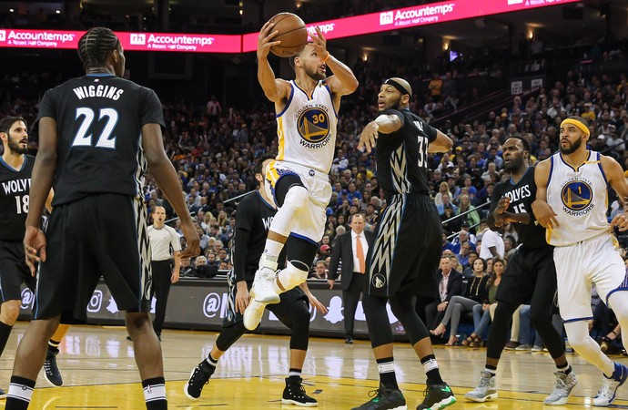 Stephen Curry Warriors x Wolves NBA (Foto: Reuters)
